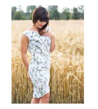 Sukienka w delikatne gałązki, z efektownym dekoltem na plecach
