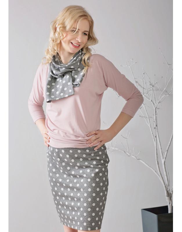 różowa bluzka ze spódnicą ołówkowa w grochy